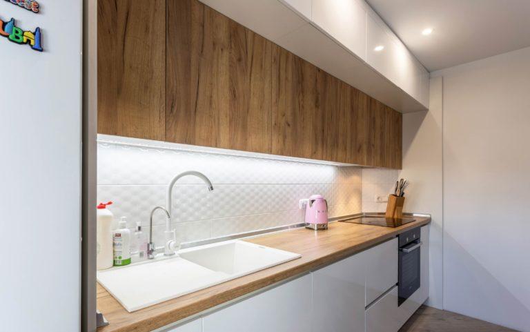 кухня-белая-и-дерево-3-1