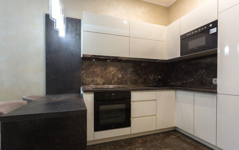 кухня-с-камнем-3