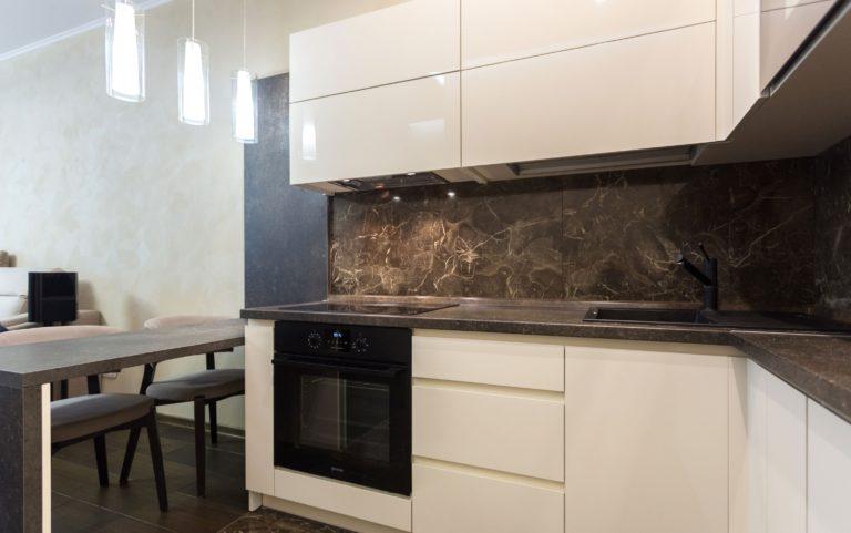 кухня-с-камнем-6